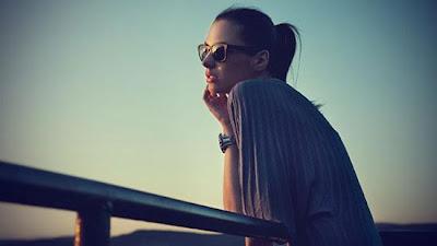 5 طرق تساعدك في تعلم فن اتخاذ القرار - بنت  امرأة تنتظر حبيبها - woman girl waiting for her lover boyfriend