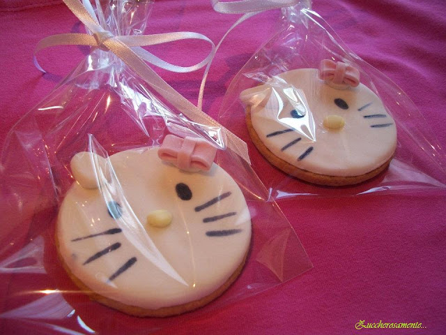 Biscotti decorati hello kitty pasta di zucchero