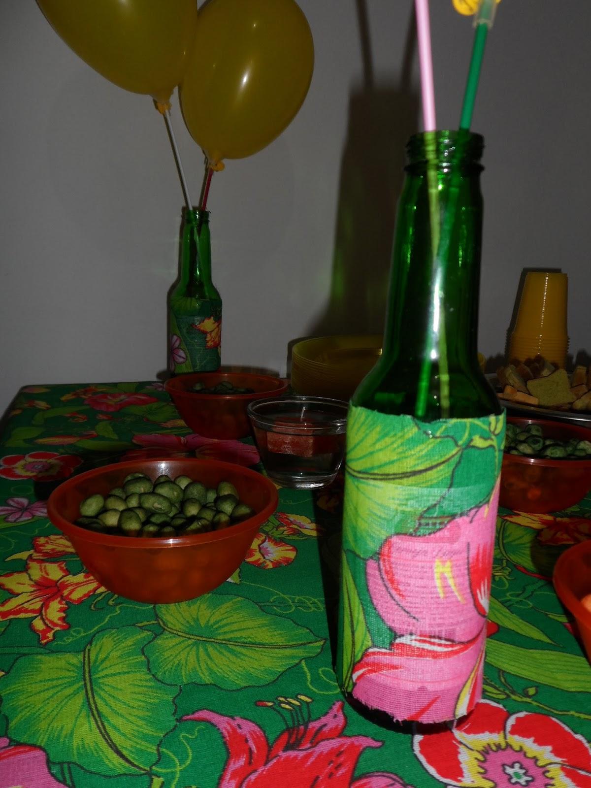 Com O Mesmo Tecido Da Mesa Decorei As Garrafas De Cerveja, Que ~ Decoracao Festa Tropical