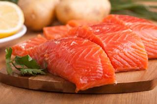 السلمون مفيد لعلاج وخفض الكولسترول