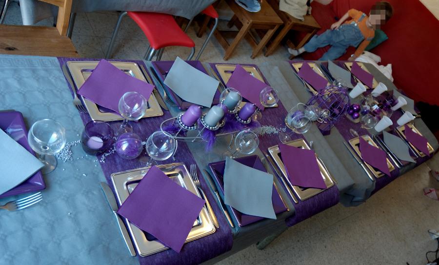 chez sayssile d co de table violet et argent. Black Bedroom Furniture Sets. Home Design Ideas