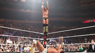 سي إم بانك يتخطى راندي سافاج في الاحتفاظ بلقب WWE