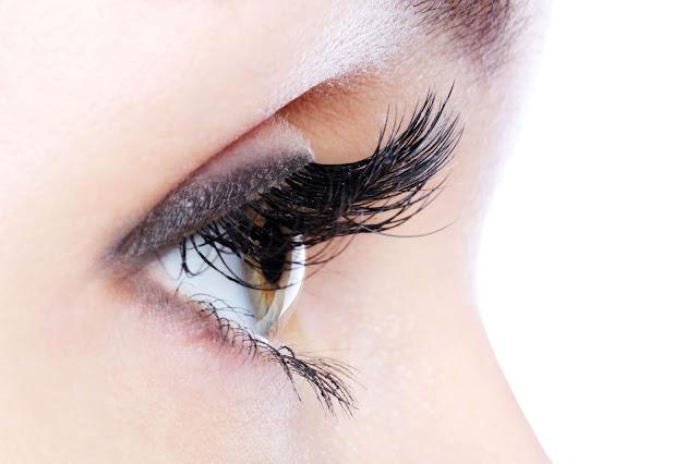 6 Tips Mudah Untuk Lentikkan Bulu Mata