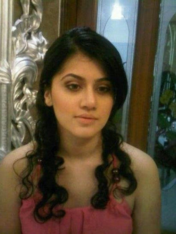 SOUTH ACTRESS TAAPSEE PANNU REAL LIFE RARE PHOTOS COLLECTION | Gateway ...