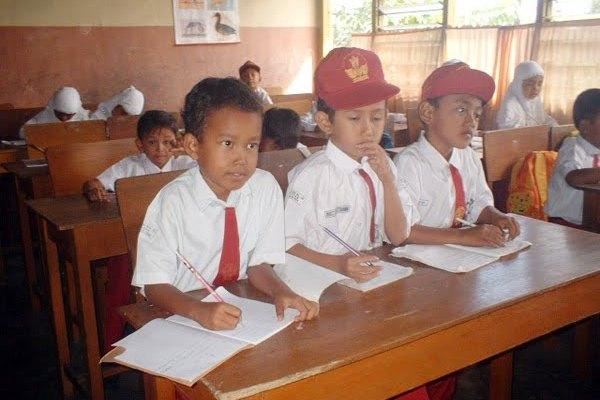 Penambahan jam belajar di sekolah diharapkan menjadi solusi efektif.