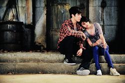 él juro que volvería y ella empapada en llanto juro que le esperaría.