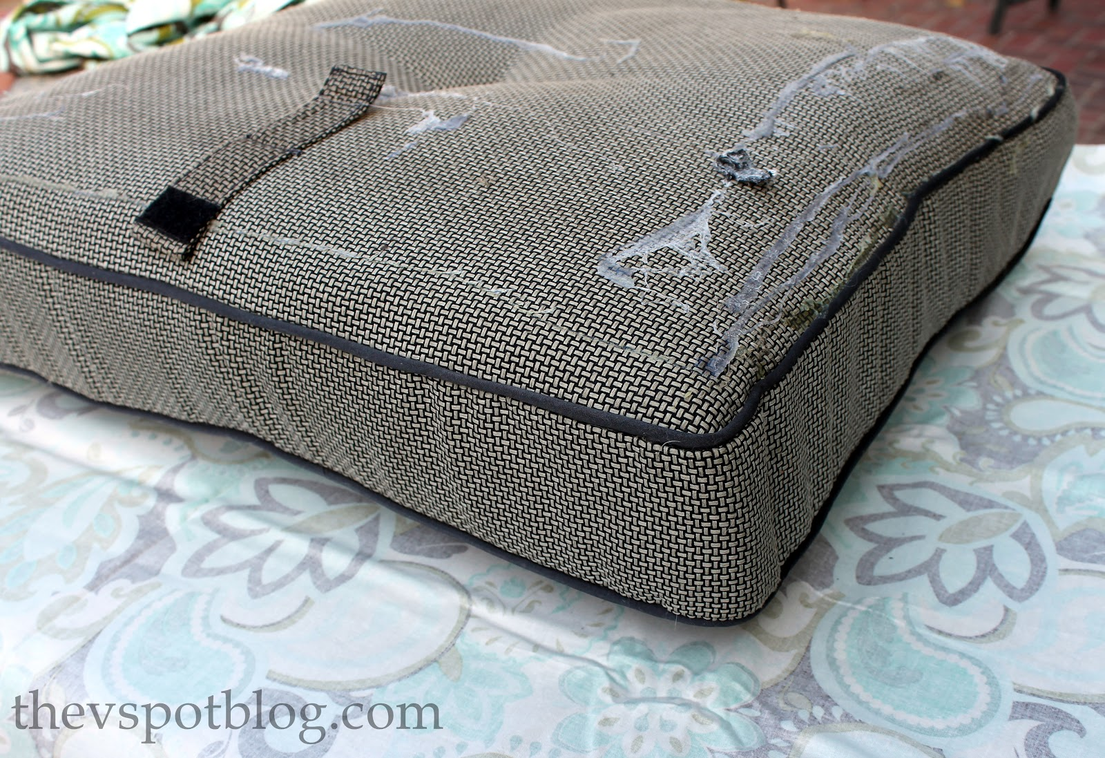 No Sew Project: How to recover your outdoor cushions using ...