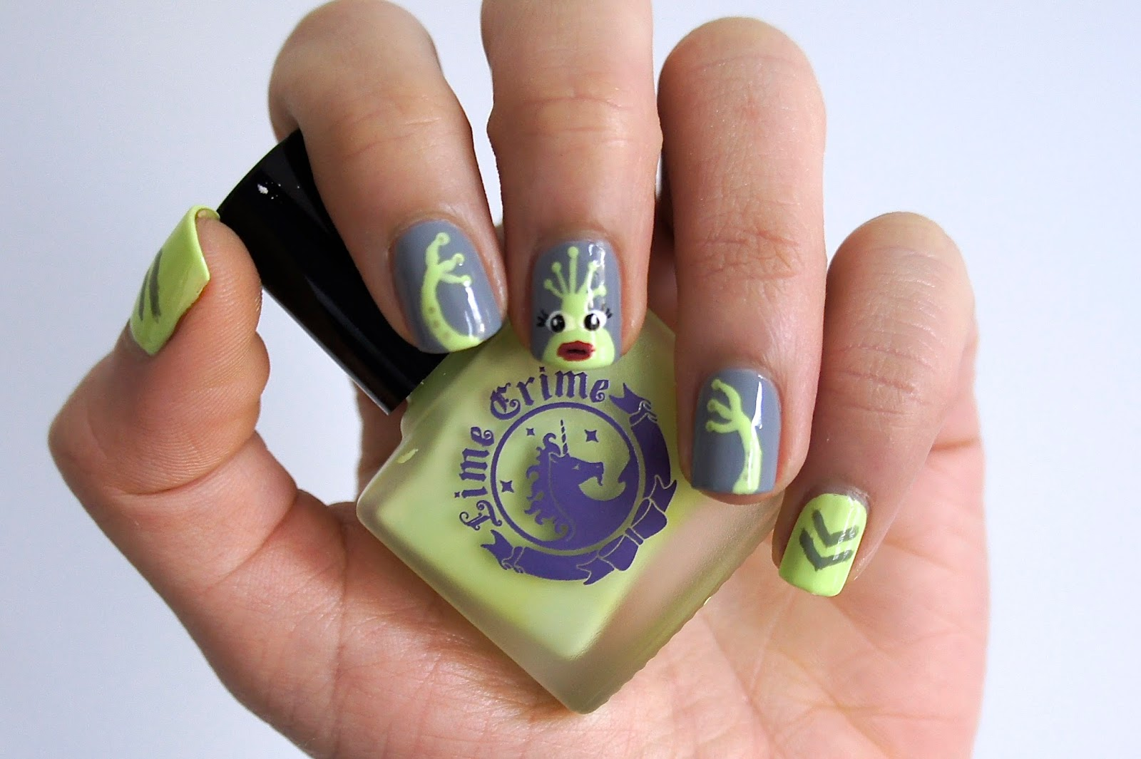 Nail Masque Aillen The Alien Nail Art