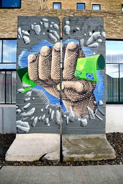 Spree East Side Gallery Kreuzberg Yaam Mediaspree Streetart urban Art Graffiti Hauswand bemalt Berlin