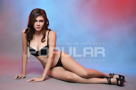 Download Koleksi Foto Sexy Hot Nadine Iskandar, Model Sexy Angel Popular-World Edisi Khusus Romantic Lingerie  - Maret 2015 | Cover Model Sexy Nadine Iskandar POPULAR-World 2015 | www.zone.downloadmajalah.com