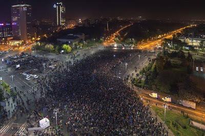 tüntetés Bukarestben, Románia, Klaus Johannis, Club Colectiv, bukaresti tűzvész,