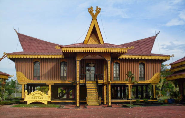 Rumah Adat di Indonesia selaso jatuh kembar