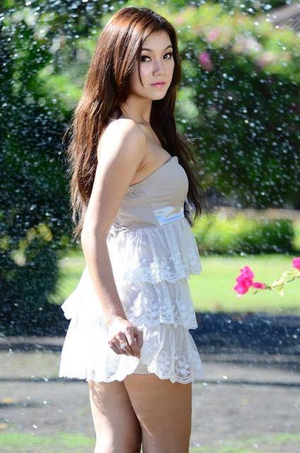 Khin thazin in beautiful kachin dress fashion papawady khin thazin pretty girl in the park thecheapjerseys Images