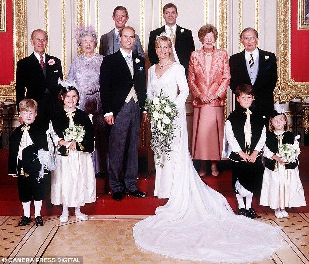 Misrealesopiniones: Isabel II De Inglaterra, La Reina