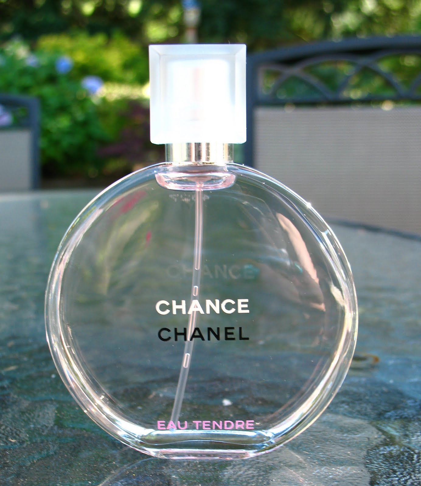 beyond just beauty chanel chance eau tendre review and pictures. Black Bedroom Furniture Sets. Home Design Ideas