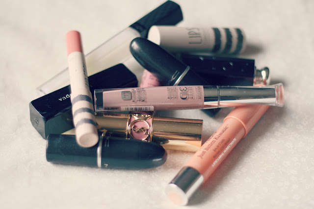how-to-downsize-your-makeup-collection-minimal-lipstick-blog-post