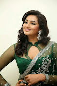 Ragini Dwivedi Glamorous photos in Green Saree-thumbnail-10