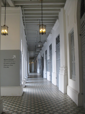 features a collection of modern as well as contemporary fine art pieces Singapore attractions : <a href=