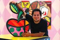 Aula de Artes Romero Britto - Técnica Pintura em Jornal