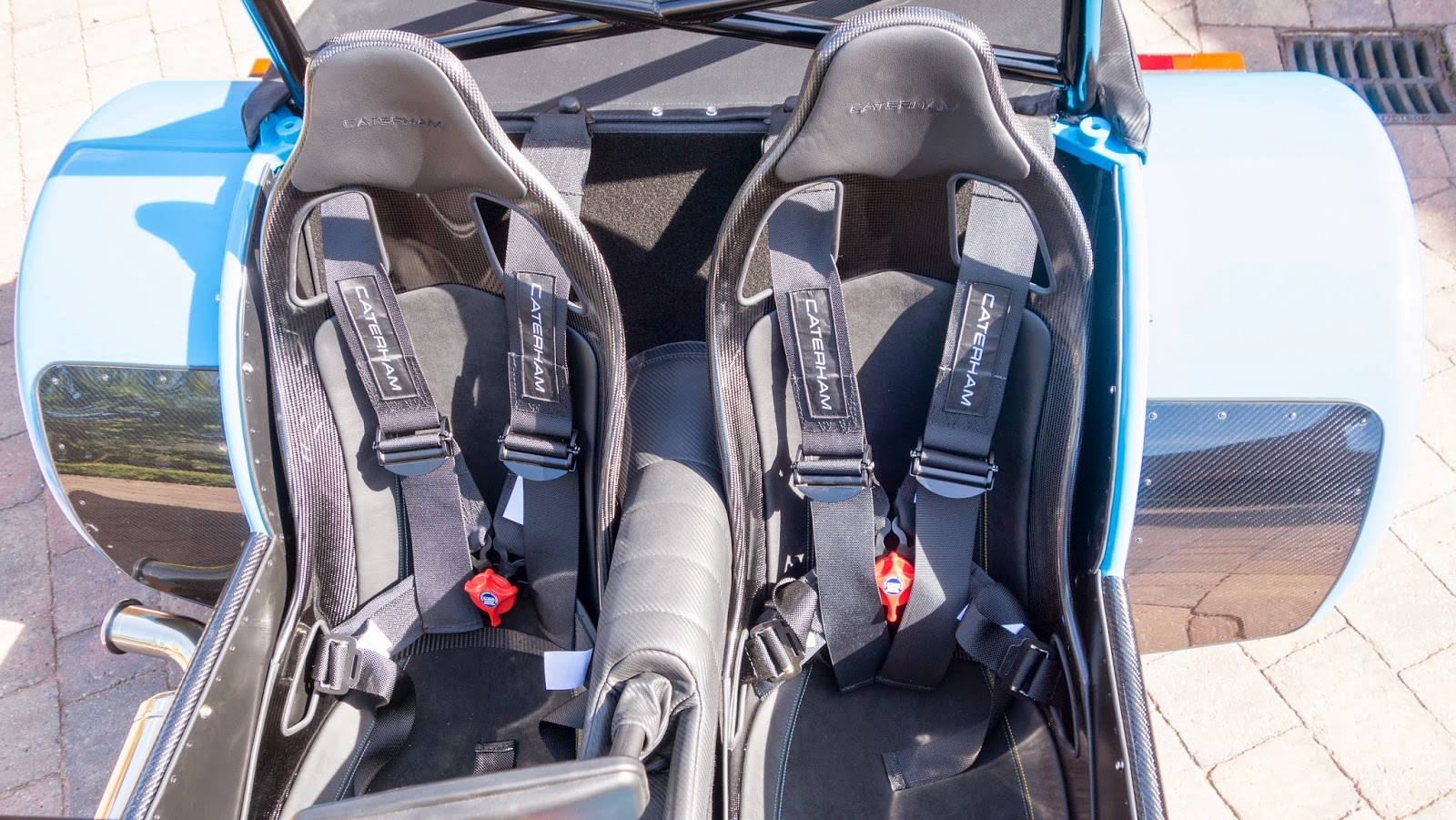 The 620R seats and harnesses - they really look amazing.