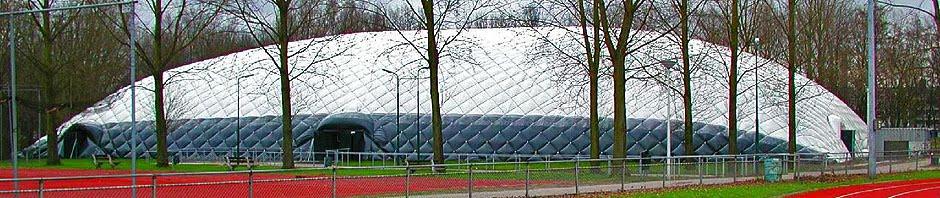 Спортни балони и съоръжения за покриване на тенис кортове и футболни игрища