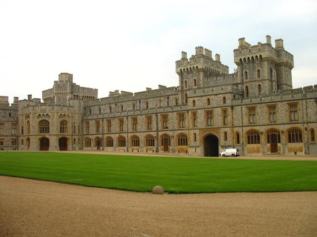 Peluang melancong secara percuma ke negara eropah, london dan paris dengan bisnes premium beautiful corset at windsor castle