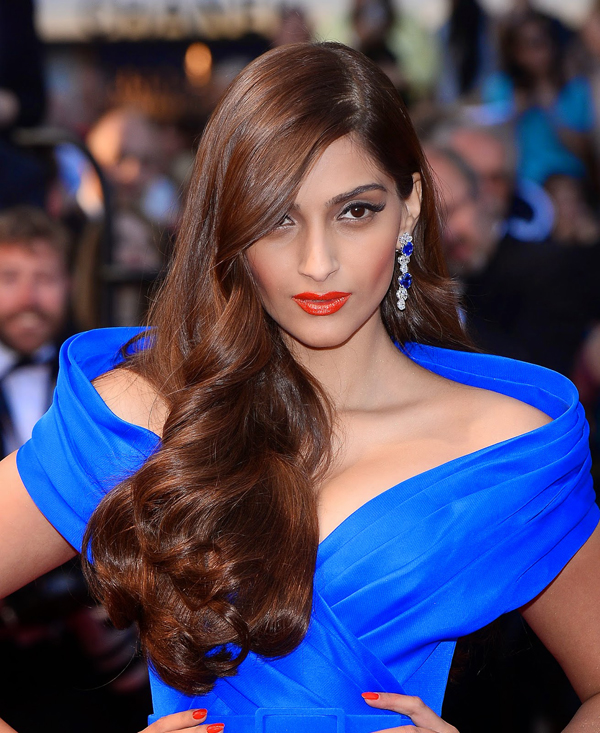 sonam kapoor blue dress hd image
