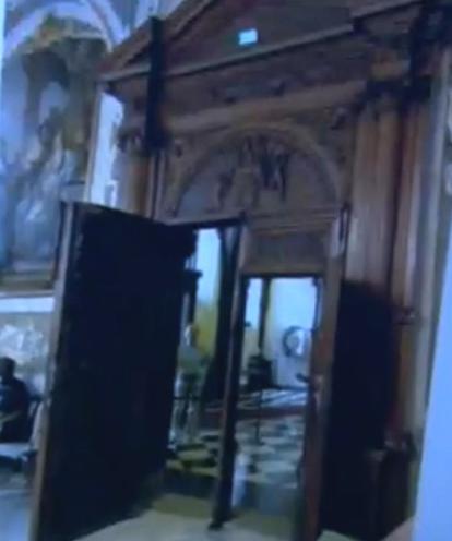 Двери в ратуше