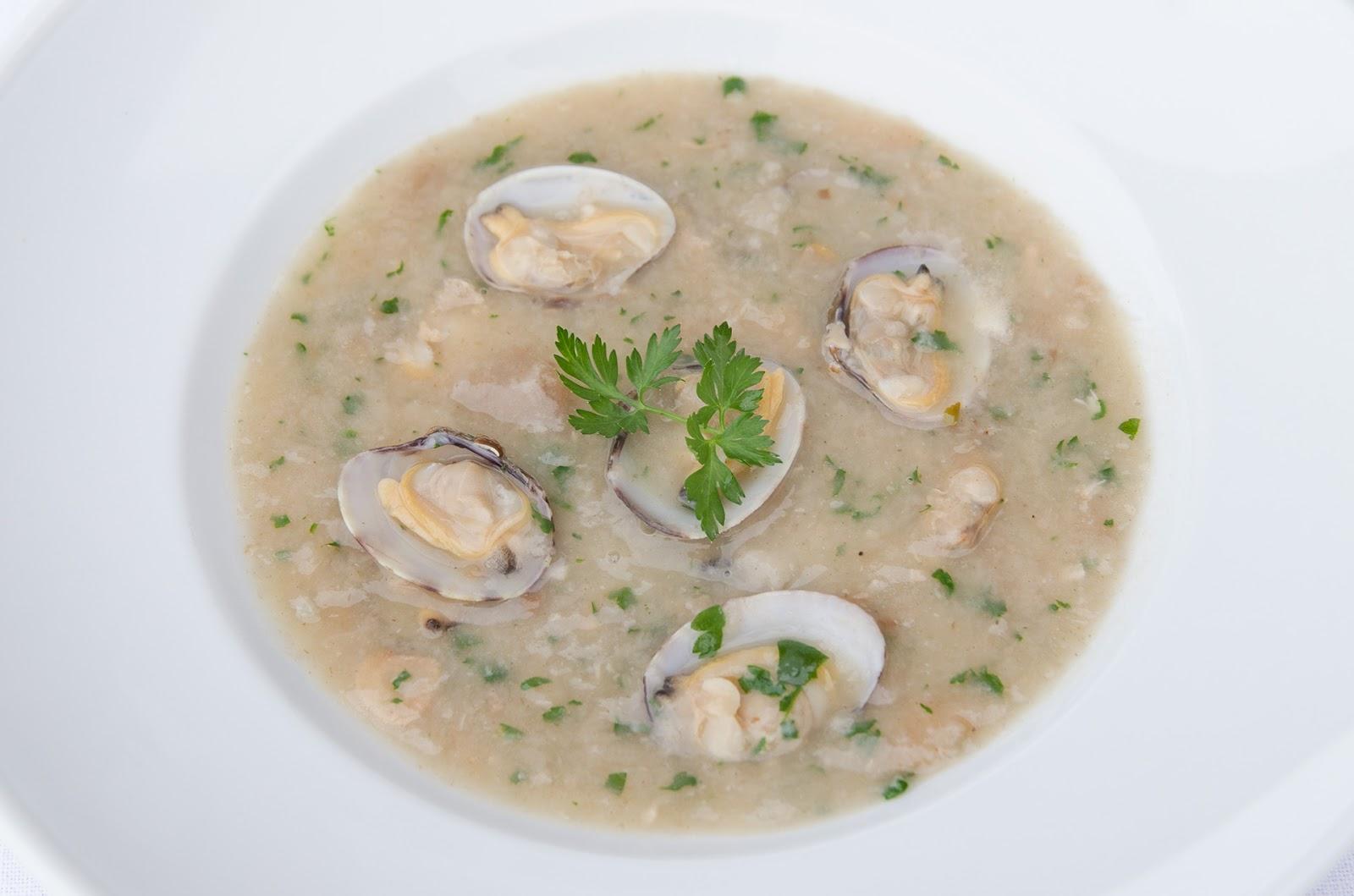 sopa-de-ajo-almejas-receta-casera-facil-bruja