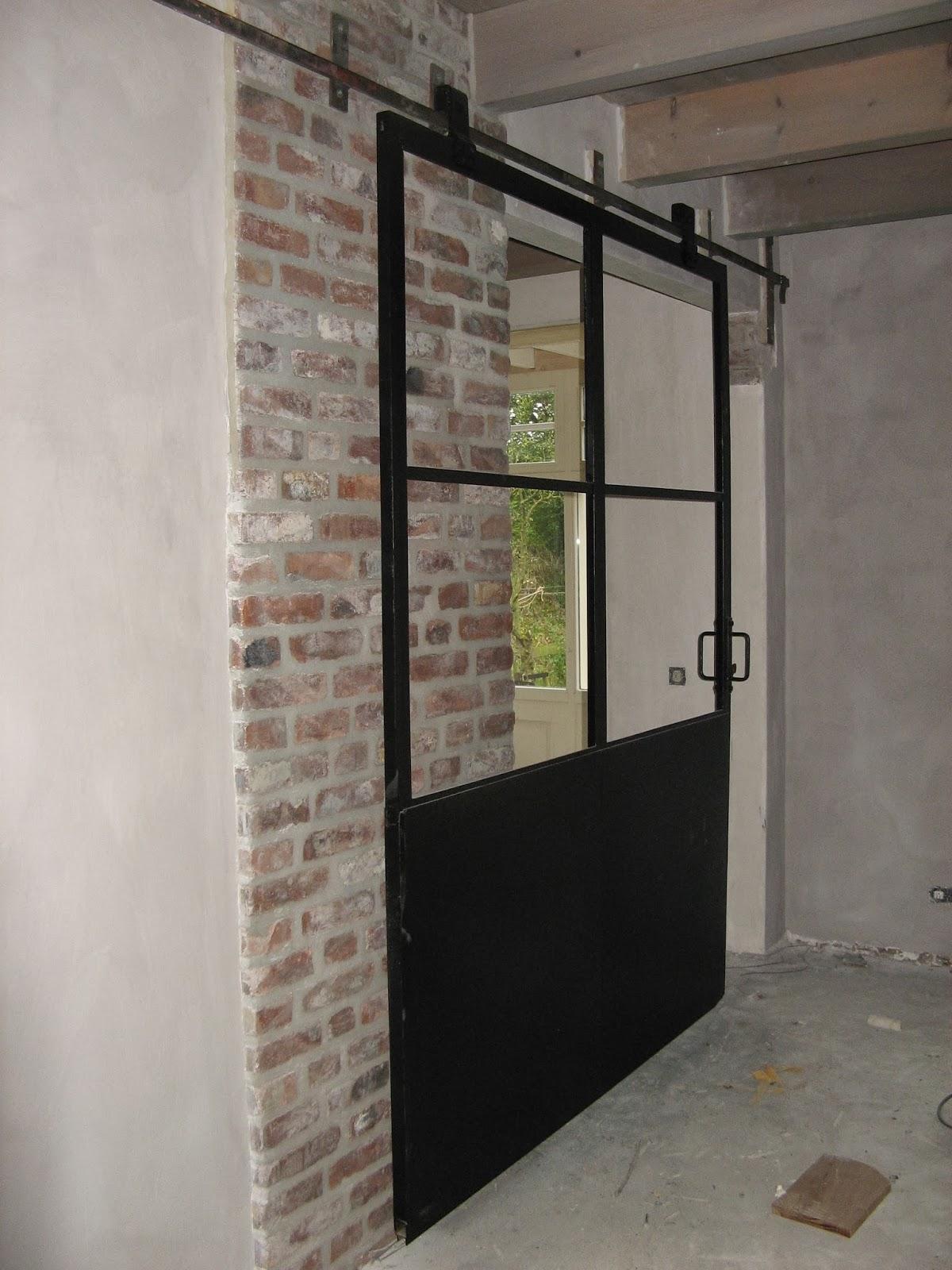 Blauwe Keuken Marktplaats : De deur tussen keuken en speelkamer: oude stalen deur uit een
