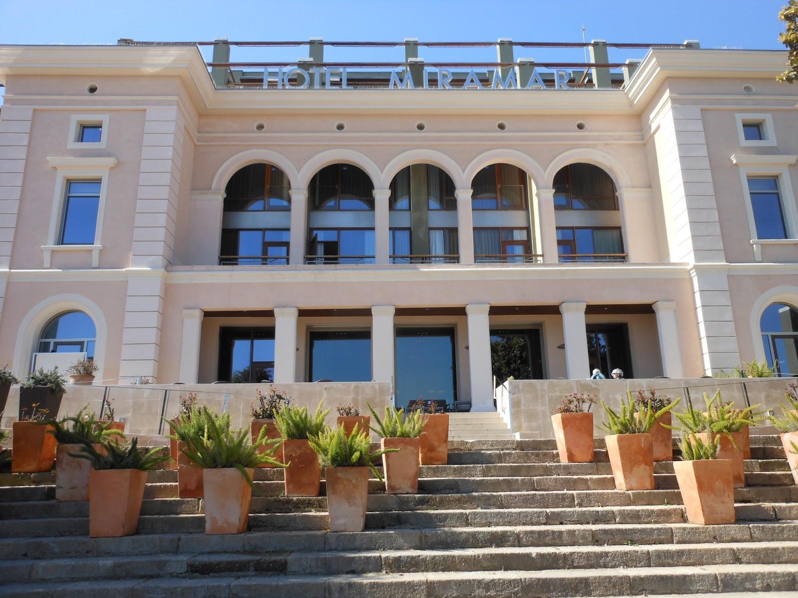 Resorts urbanos de lujo en barcelona hotel miramar y gran for Fachadas de hoteles de lujo