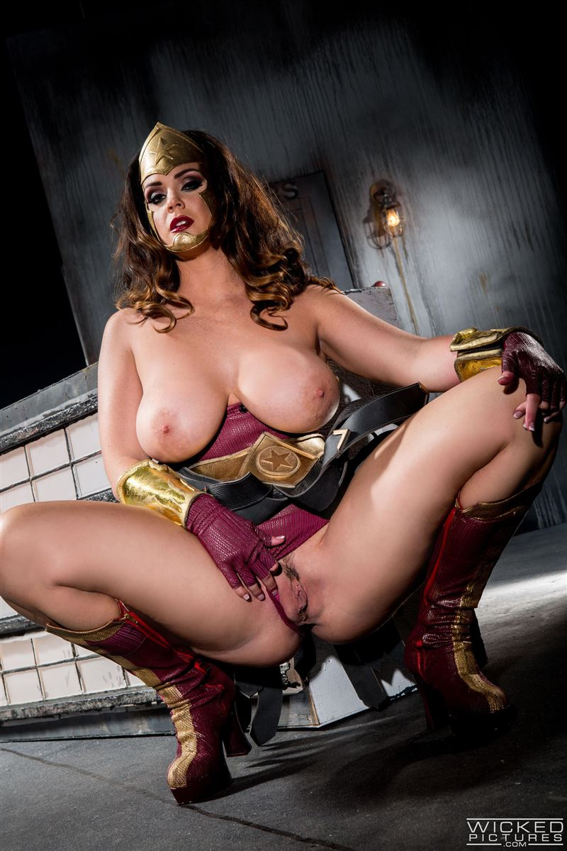 Images of pussy wonderwoman nude scene