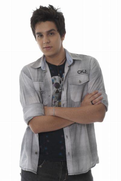 Luan Santana Mens Hairstyles 2011