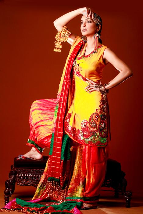 Mehndi Ceremony Punjabi : Mehndi dresses for girls femals style