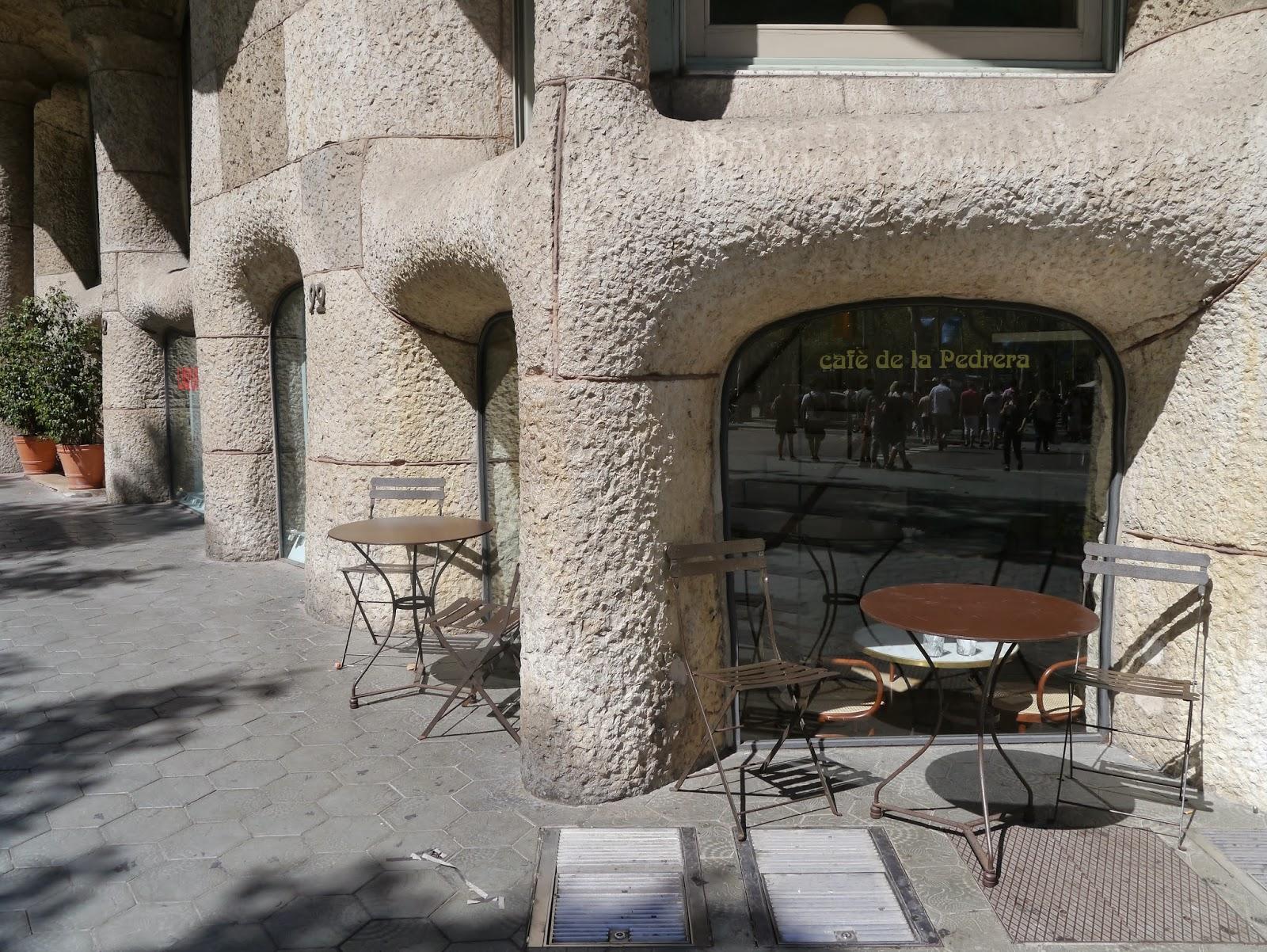 Mesas y sillas retro mobiliario vintage de estilo for Muebles terraza barcelona