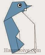 Bước 11: Vẽ mắt để hoàn thành cách xếp con chim cánh cụt bằng giấy theo phong cách origami.