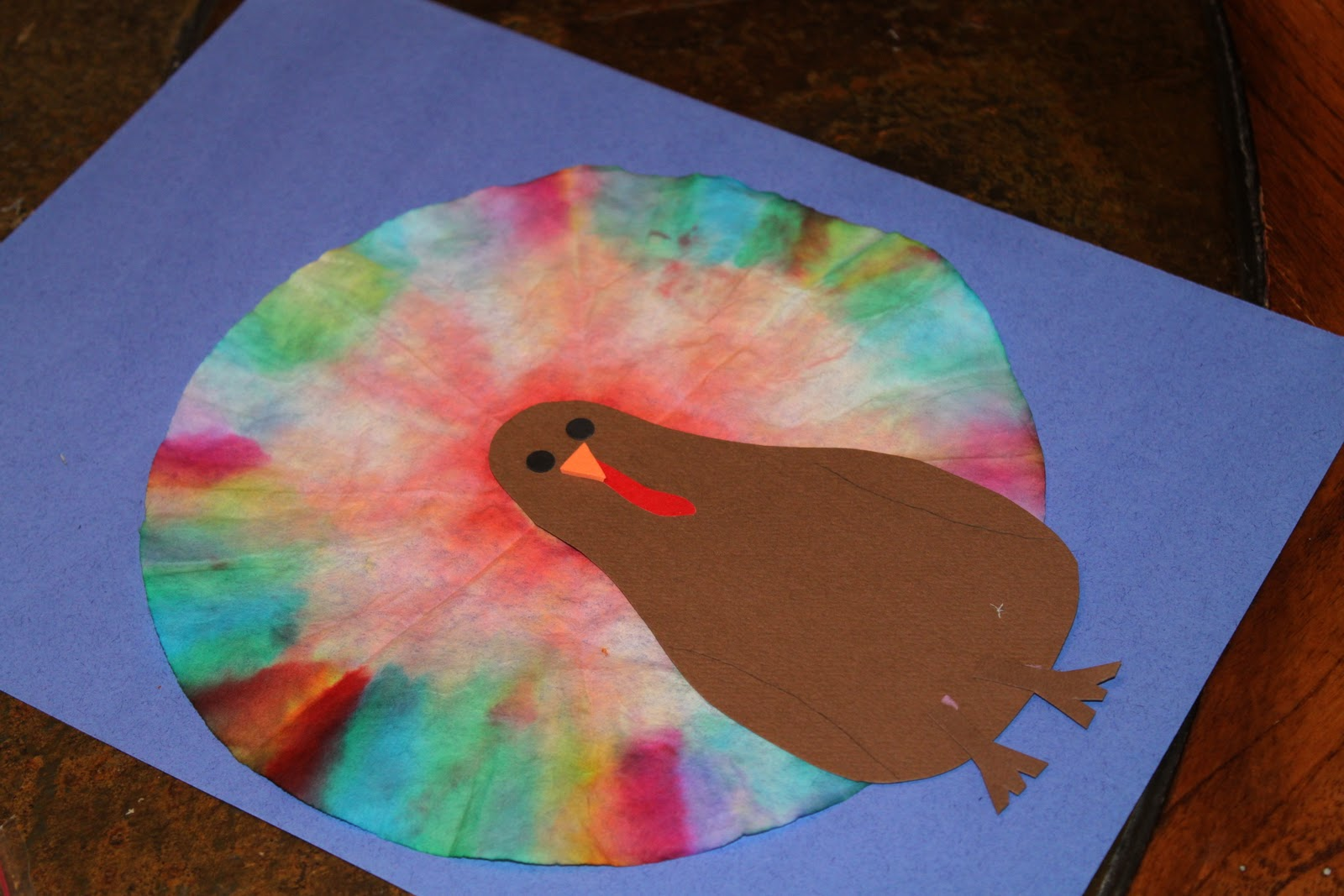 How to make coffee filter tie dye turkeys for November arts and crafts for daycare