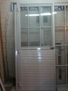 Aberturas ruta 21 mosquiteros y puertas mosqueras for Mosquiteros de aluminio