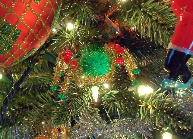 http://3.bp.blogspot.com/-LxfvC8EkuaY/UqHa_Sl2uQI/AAAAAAAATyU/b1NNdmiAB5w/s1600/Christmas+Spider+Ornament+024.JPG