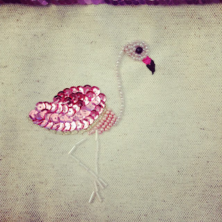 broderie flamant rose sequins