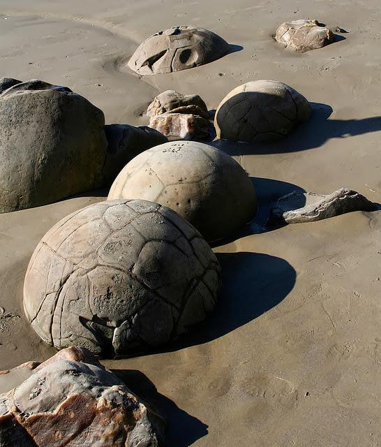 Περίεργοι σφαιρικοί ογκόλιθοι