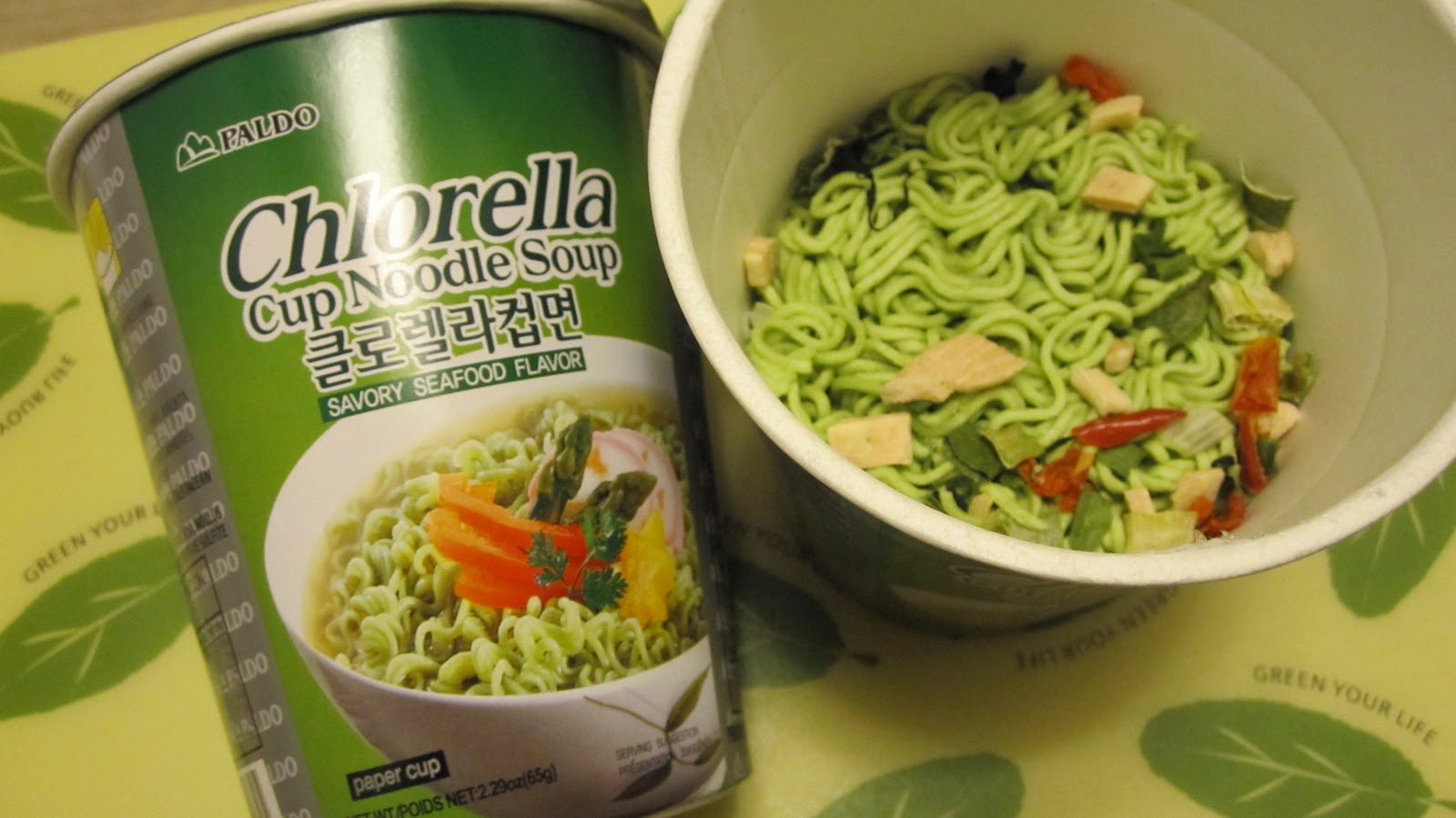 Supersupergirls Food Reviews Paldo Chlorella Cup Noodle Savory Makaroni Rasa Green Tea Nice And Colourful However It Tasted Very Fishy The Noodles Were Foamy