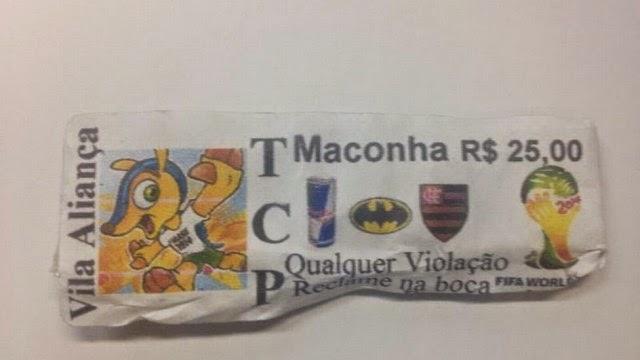 O Bope apreendeu, ontem, durante operação na Vila Aliança, na Zona Oeste do Rio de Janeiro, maconha e cocaína em embalagens com a logo da Copa do Mundo 2014, junto com uma reprodução do Fuleco, o mascote da mundial.