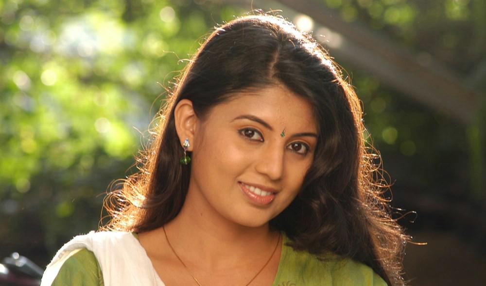 heroine Nimisha suresh latest photos Tamil heroine Nimisha suresh ...