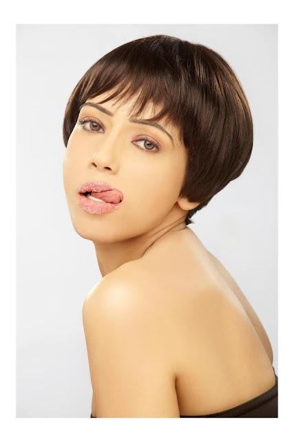 Rozlyn Khan Hot
