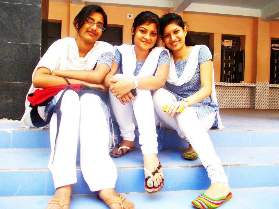 pmi town prakruti mishra with her college friends
