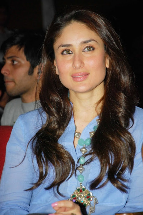 kareena kapoor at national collage festival actress pics