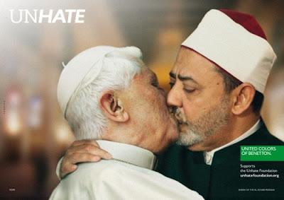 el papa besandose con lider musulman al-azhar