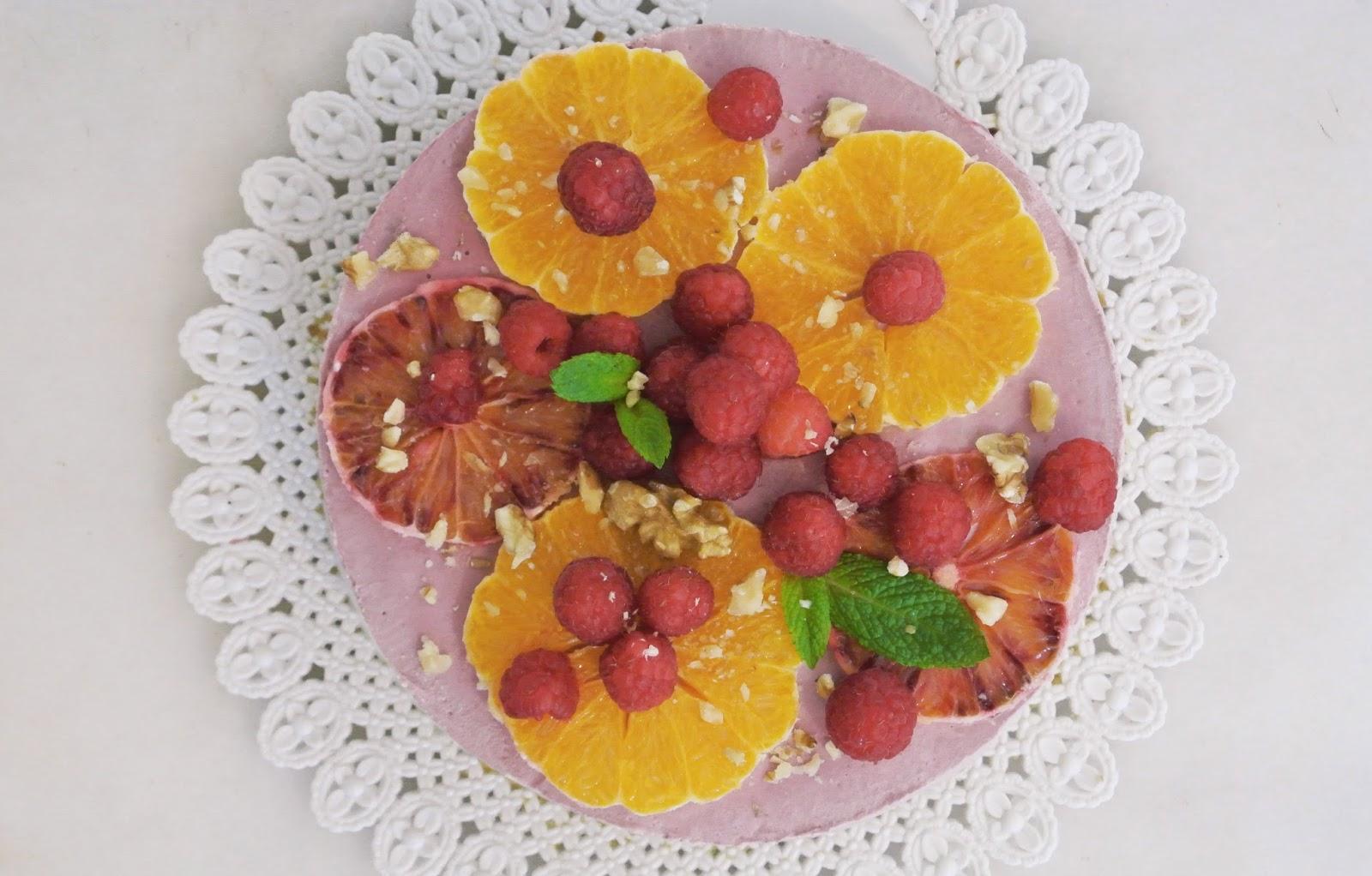 http://le-cru-et-le-cuit.blogspot.com.es/_cheesecake crudo de naranja y frambuesas