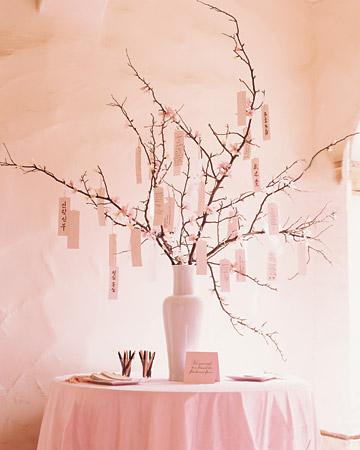 Árbol hecho con ramas para el libro de firmas